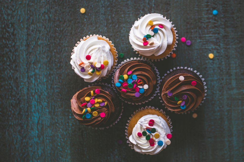 Aiviksen joulukalenteri käsitteli sokeriaddiktiota