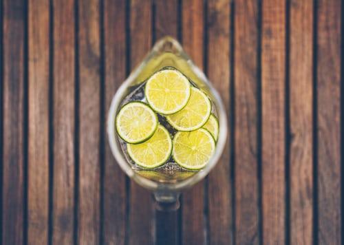 Sitruunavesi ei tasapainota aineenvaihduntaa eikä puhdista maksaa
